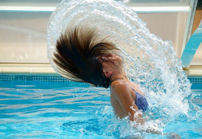 אירוע בת מצווה בבריכה